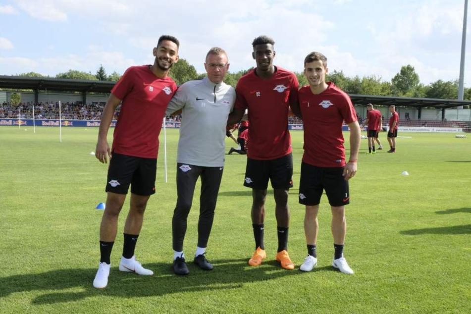 Der neue Coach Ralf Rangnick (grau) mit den Neuzugängen Matheus Cunha, Nordi Mukiele und Marcelo Saracchi (v.l.n.r.).