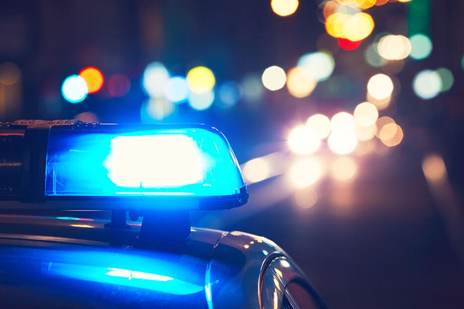 Die Polizei sperrte den Tatort in der Nähe des Hauses des Opfers in der Gemeinde Laktaši großräumig ab.