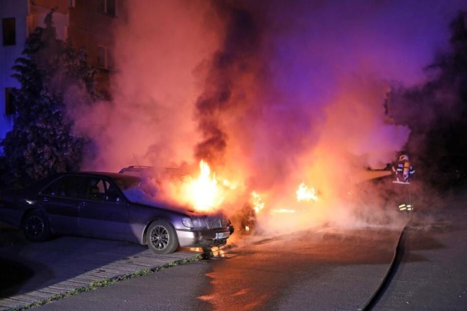 Schon wieder! Autos brennen in der Nacht, Polizei ermittelt wegen Brandstiftung