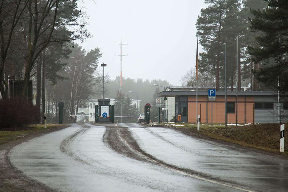 Internationaler Militärtreffpunkt: Über diese Zugangsstraße zum Übungsplatz rollen regelmäßig ausländische Truppenteile.