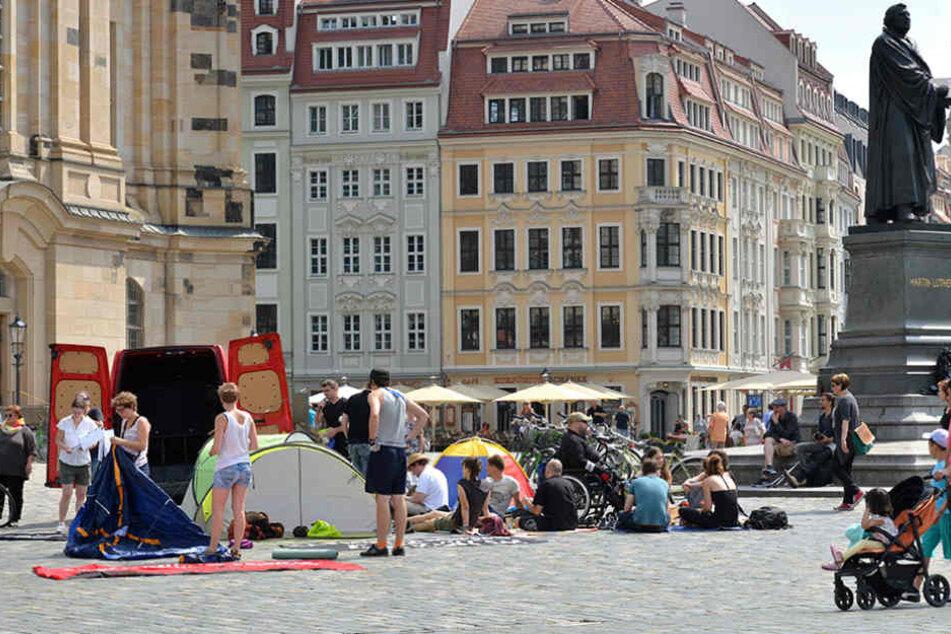 Mit Zelten, Bannern und Reden wurde am Sonntag in Dresden gegen den G20-Gipfel  protestiert.