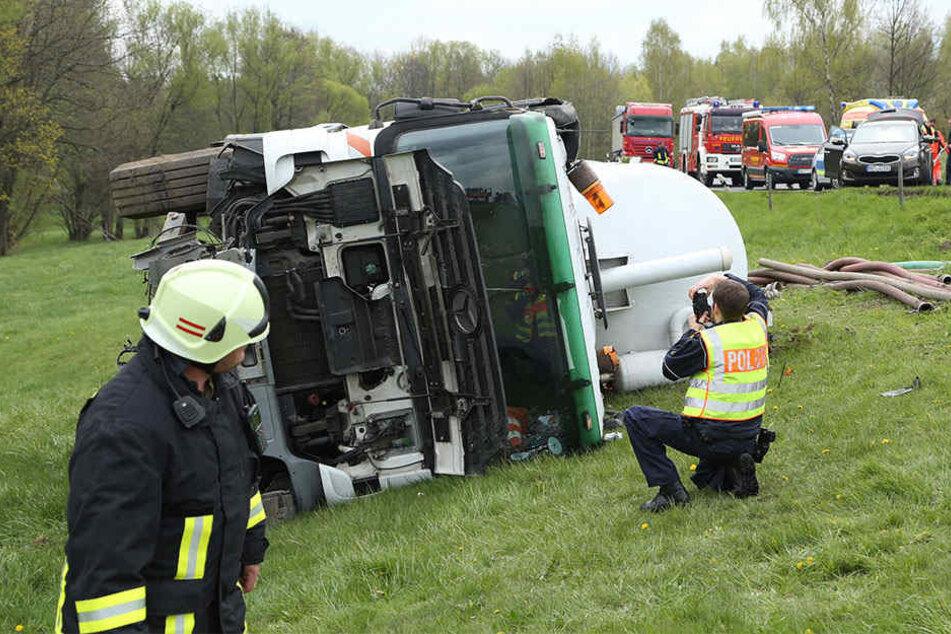 Nach dem Crash musste der Verkehr wechselseitig an der Unfallstelle vorbeigeleitet werden.