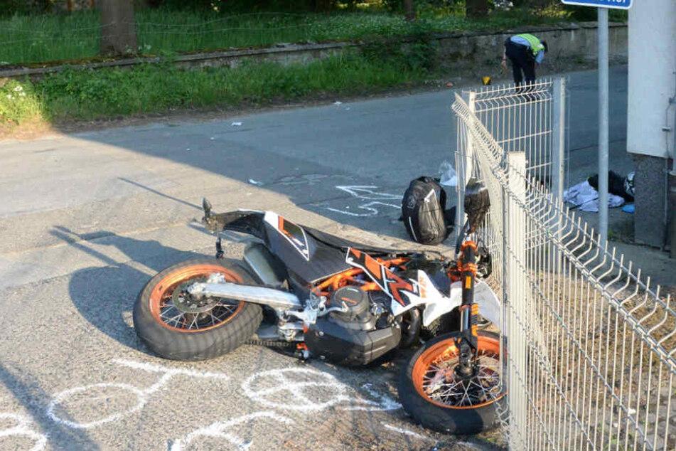 Der Motorrad-Fahrer stürzte.