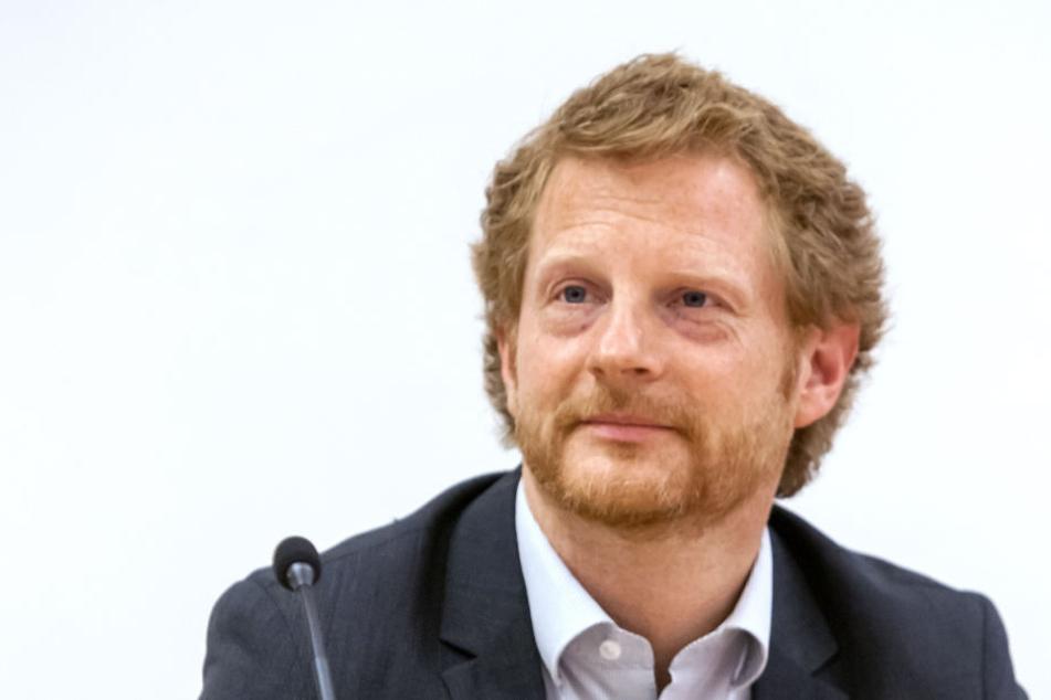Die Privatisierung von Hausmeisterdiensten in Schulen ist teurer als gedacht, so Baubürgermeister Michael Stötzer (45, Grüne).
