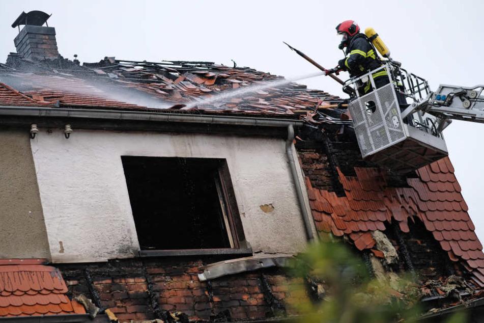Das Haus brannte komplett aus.