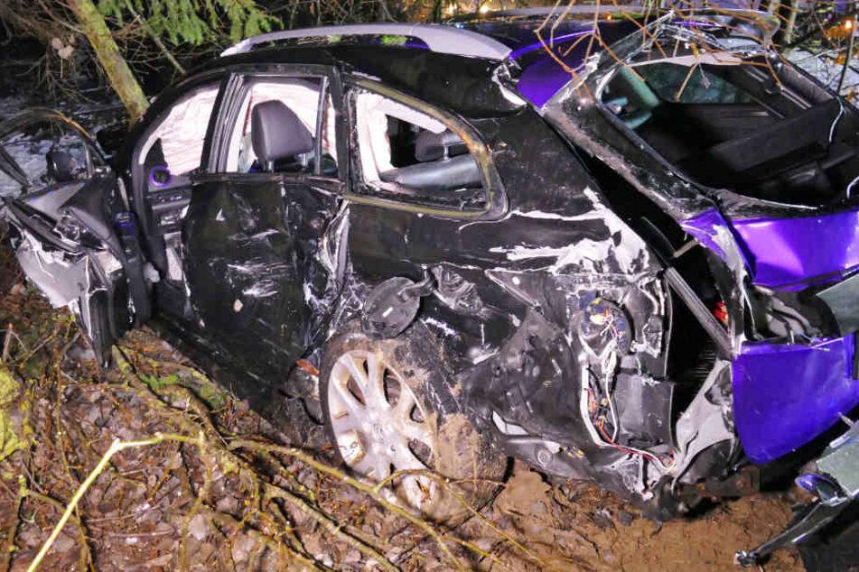 In Bayern ist es auf der Bundesstraße 22 zu einem verheerenden Unfall gekommen.