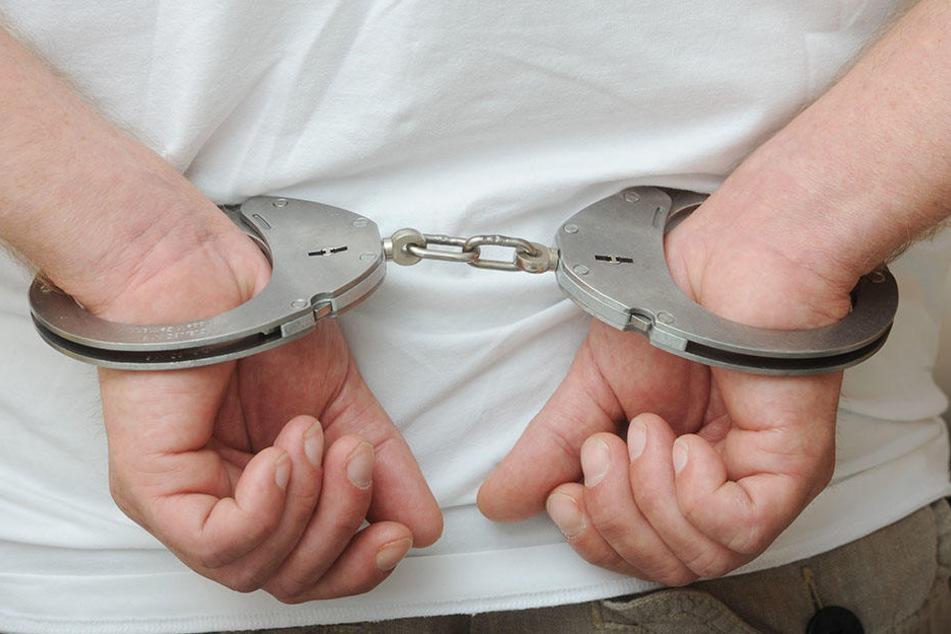 Beide Männer wurden von der Polizei in Gewahrsam genommen. (Symbolbild)