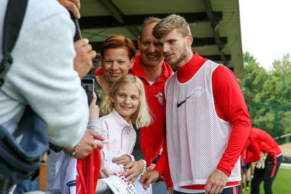 Noch ein schnelles Erinnerungsfoto mit Timo Werner. Wer weiß, wie lang er noch am Cottaweg trainiert.