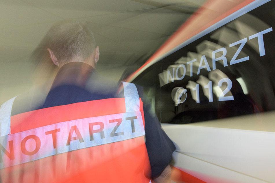 Autofahrer kracht gegen Kino in Wittenberg und stirbt