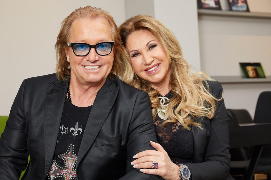 Das Millionärs-Ehepaar Robert (57) und Carmen Geiss (55) bei einem gemeinsamen Fototermin.