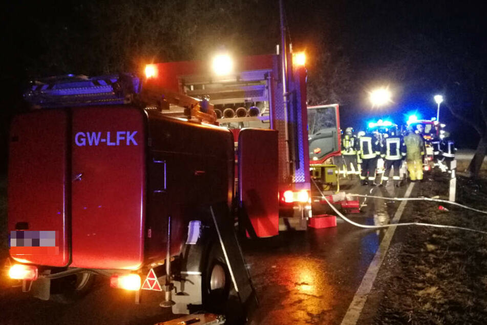 Bei dem Autounfall bei Köthen sind drei Menschen, darunter ein Kind, verbrannt.