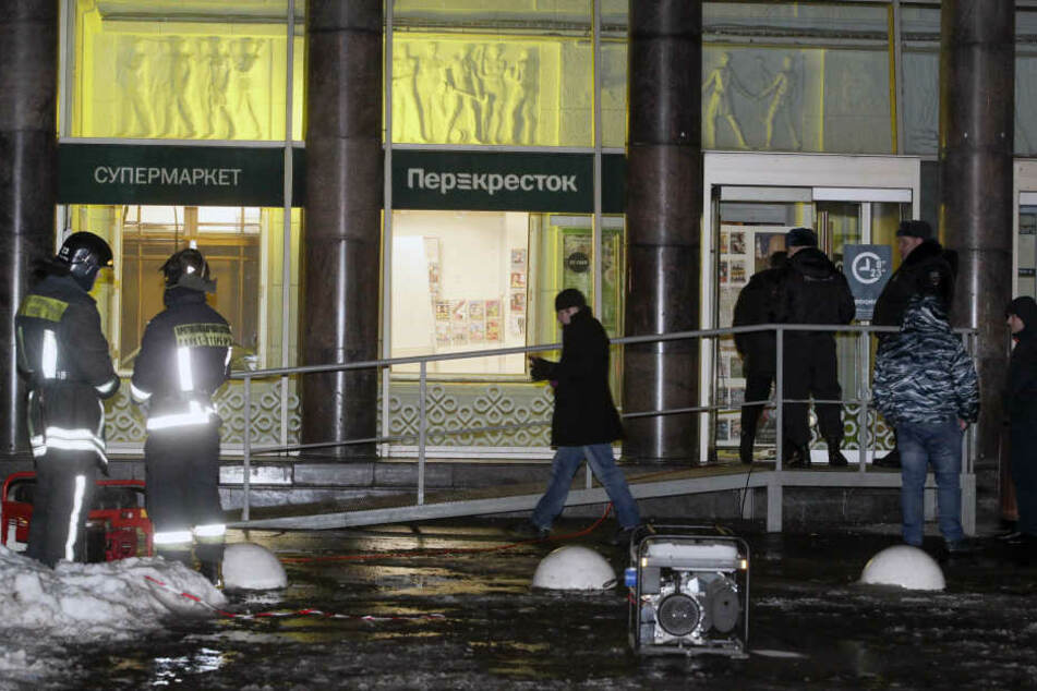 Bombe explodiert mitten in Einkaufs-Zentrum!