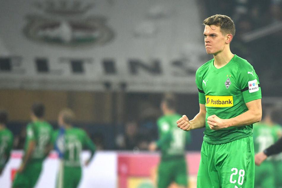 Geballte Fäuste bei Matthias Ginter über den Borussen-Auswärtssieg gegen Schalke 04.