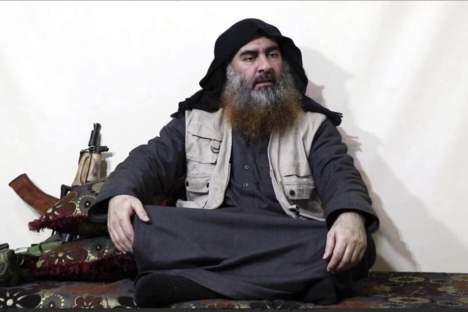 Der Anführer der IS-Terrormiliz Abu Bakr al-Bagdadi soll sich mit einem Sprengstoffgürtel selbst getötet haben.