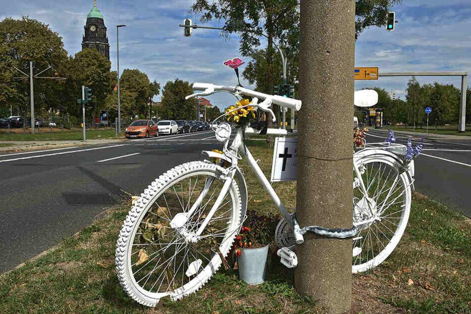 Immer mehr verletzte Radler und Verkehrstote gibt es in Dresden. Im Sommer 2018 starb eine Radlerin (†45) an der St. Petersburger Straße.