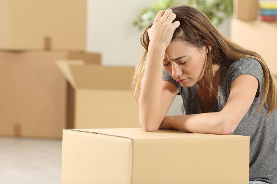Hartz-IV-Empfänger, die nichts von ihren Bezügen für eine Wohnung abzwacken können, müssen oft in eine günstigere Bleibe umziehen.