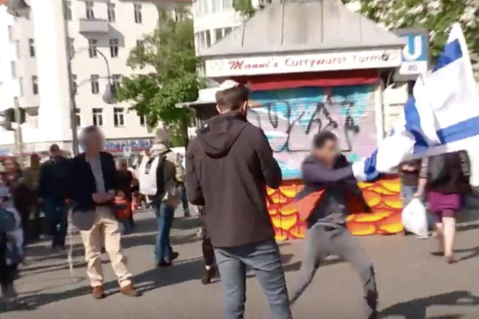 Versammlung abgebrochen: Angriffe auf Demo gegen Antisemitismus