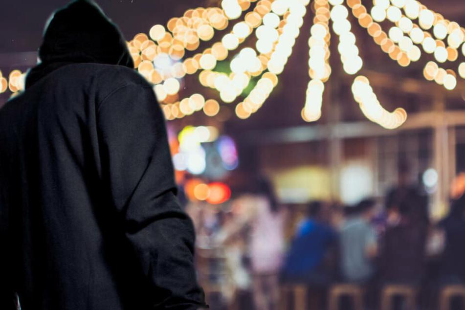 Mann droht Gewalttat auf Weihnachtsmarkt an: Festnahme!