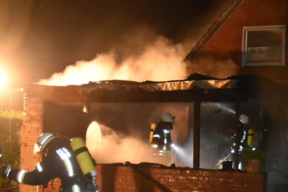 Heftiger Brand in Wohnhaus überrascht Bewohner in der Nacht