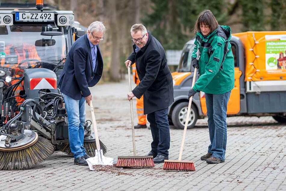 ASR Chef Dirk Behrendt, Ordnungsbürgermeister Miko Runkel und Tierpark-Chefin Anja Dube (v.l.).