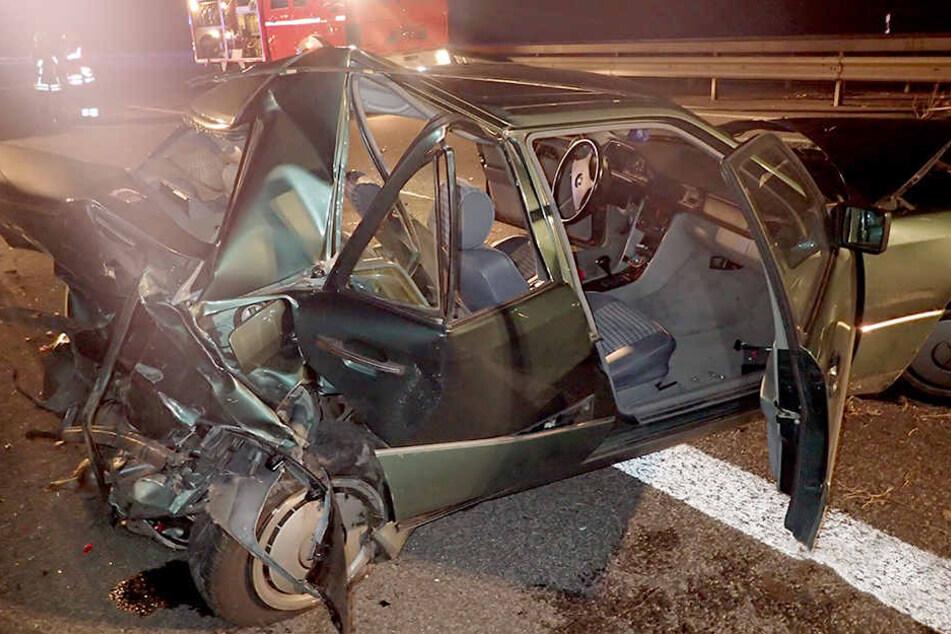 Das Heck des Mercedes wurde bis in den Fahrgastraum geschoben.