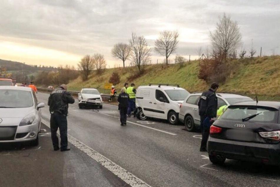 Insgesamt acht Pkw waren am Unfall beteiligt.