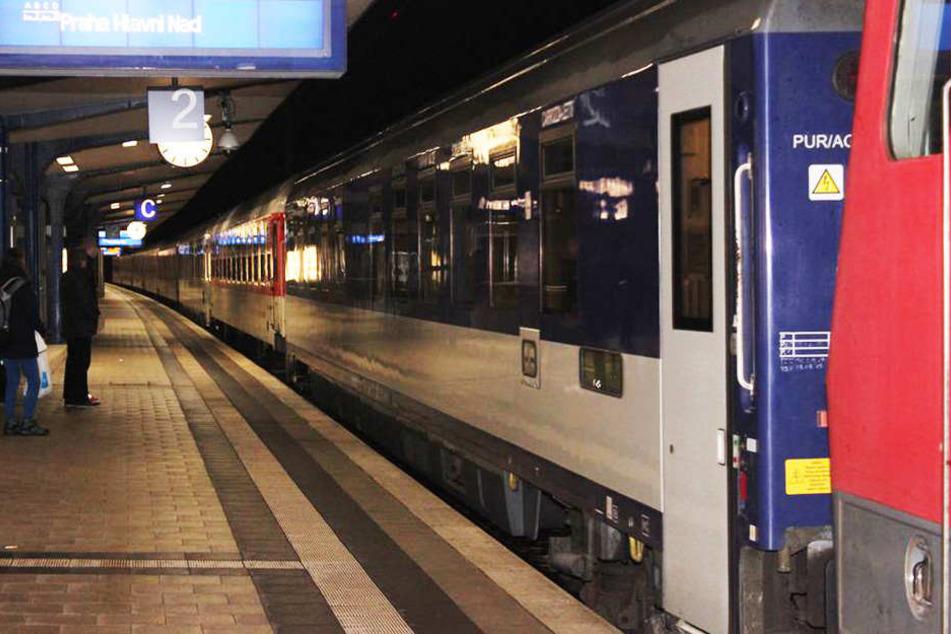 Der City Night Line Nachtzug von Bielefeld nach Prag erfasste den 16-Jährigen. (Symbolbild)