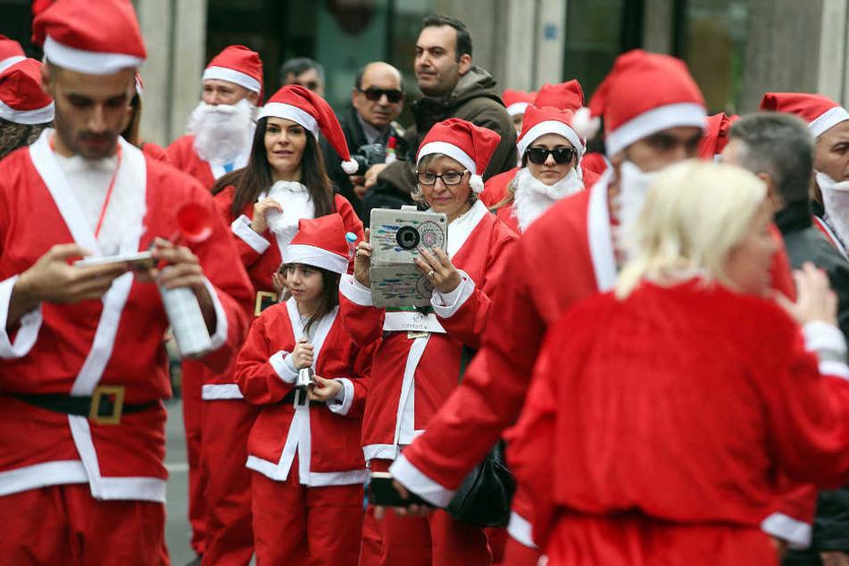 """Jung und Alt können beim großen """"Santa Run"""" für den guten Zweck starten. (Symbolbild)"""