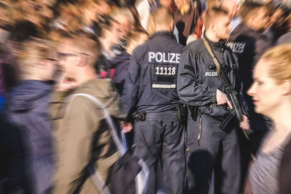 Die Berliner Polizei will Anwärter mit einem Führerschein-Zuschuss locken. (Symbolbild)