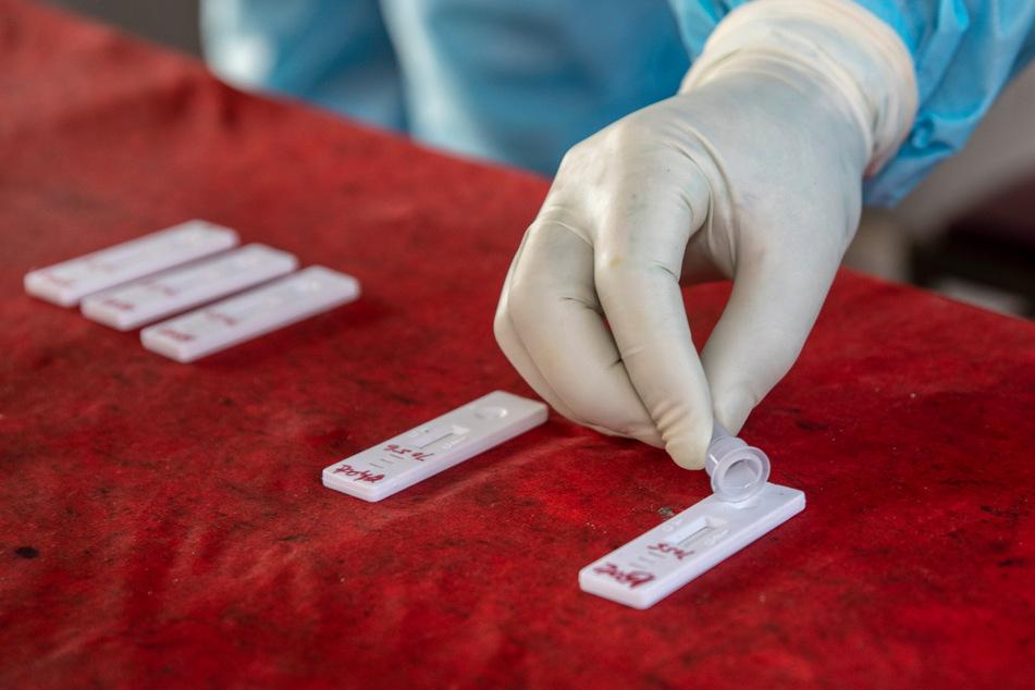 Tests auf eine Infektion mit dem Coronavirus sind zentraler Bestanteil aller Modell-Projekte, bei denen es um Lockdown-Lockerungen geht.