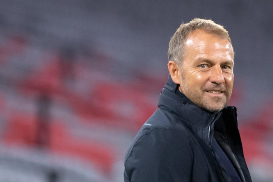 Hansi Flick versteht die Ansetzung der UEFA nicht.