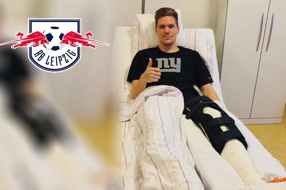 Daumen hoch: Hier grüßt RB Leipzigs Halstenberg nach seiner OP