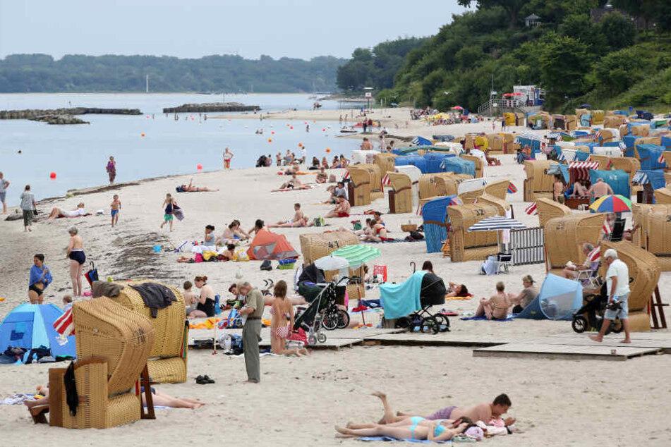 An dem Strand von Kiel-Schilksee hatten Augenzeugen beobachtet, wie ein Mann unterging.