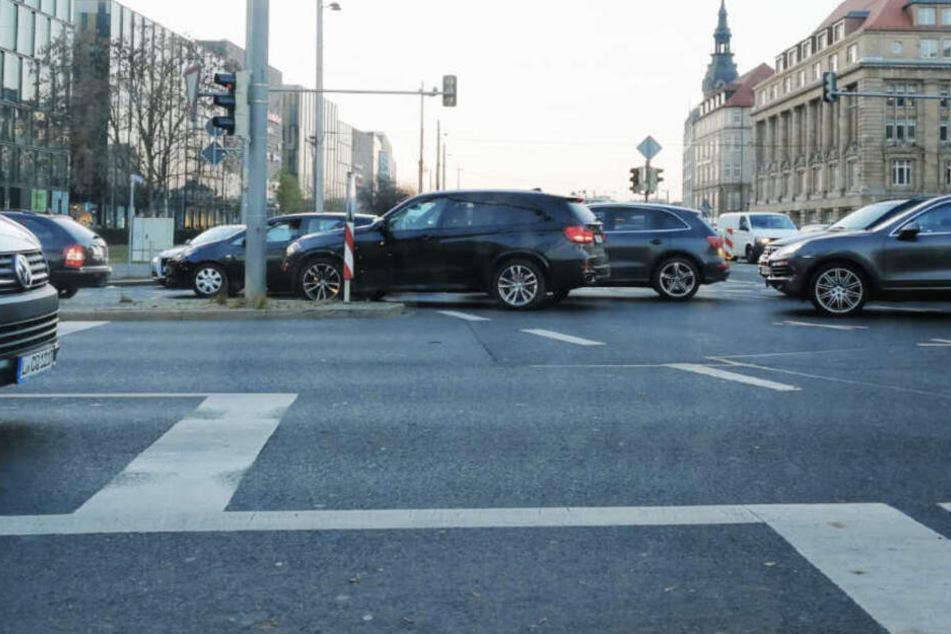 Weil beinahe zeitgleich drei Demos in der Leipziger Innenstadt stattfinden, könnte es für Autofahrer ein wenig länger dauern. (Symbolbild)