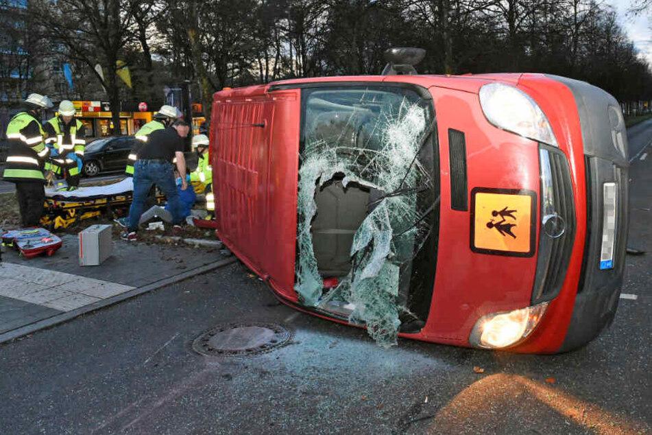 Unfall mit Schulbus in München: Vier Personen verletzt