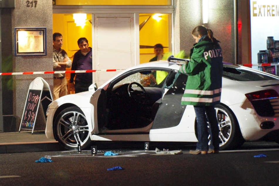 Der Audi R8 wurde bei dem SEK-Einsatz beschossen. Der verletzte Kaufmann der ebenfalls zur Waffe griff fordert Schmerzensgeld