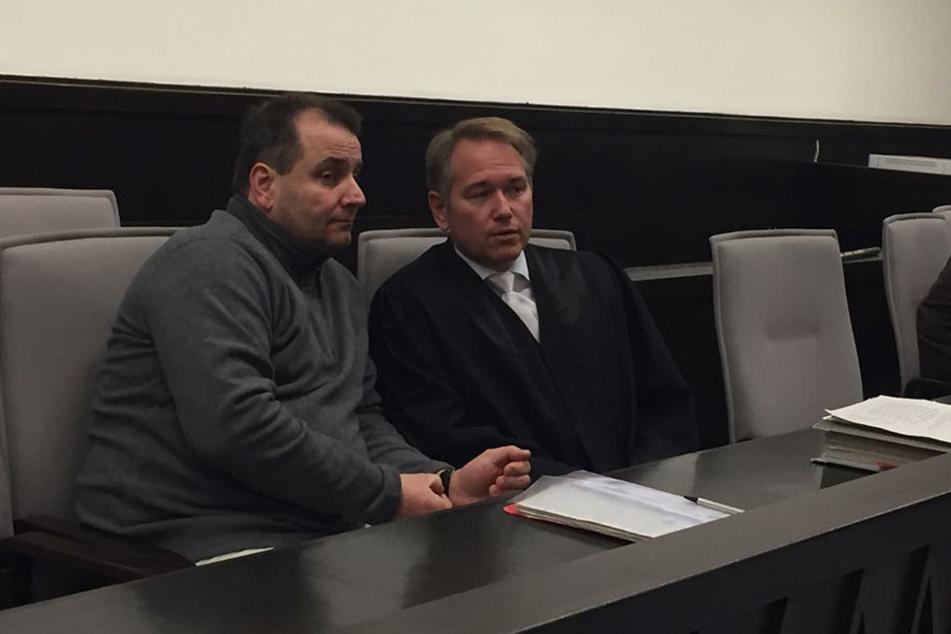 Wilfried W. mit seinem Anwalt Carsten Ernst.