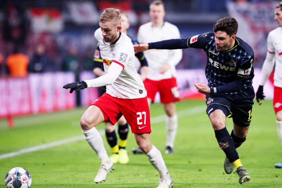 Konrad Laimer (l.) schoss für RB wunderschön das 3:0 heraus. Hier behauptet er sich gegen Jonas Hector, der vor dem 1:0 für Leipzig den entscheidenden Kölner Fehler machte.