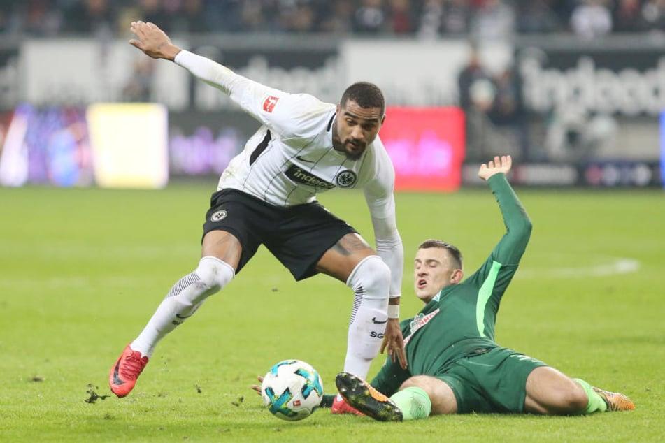 Kevin-Prince Boateng behauptet sich in einer umkämpften Partie gegen Maximilian Eggestein.