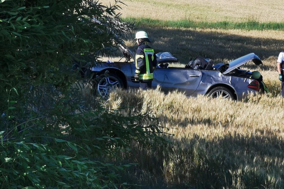 Schwerer Unfall auf B3: Fahrer überschlägt sich mit Mercedes-Cabrio, Rettungs-Heli im Einsatz