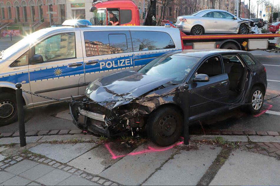 Der Audifahrer musste von der Feuerwehr aus dem Fahrzeug befreit werden.