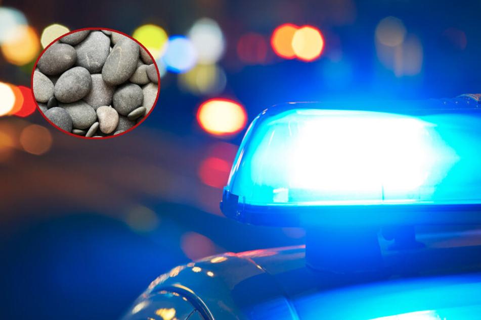 Polizei durchsucht Wohnung nach Drogen und wird anschließend mit Kieselsteinen beworfen!