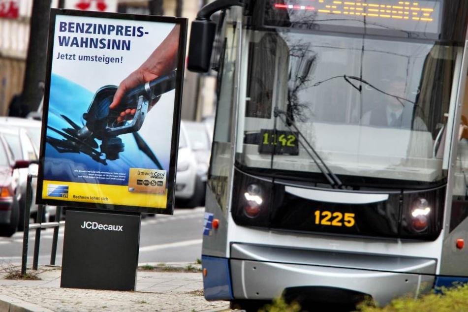 Ein tatverdächtiger Mann (25), der zwei Taxifahrer überfallen und ausgeraubt haben soll, wurde in einer Tram in Leipzig festgenommen. (Symbolbild)
