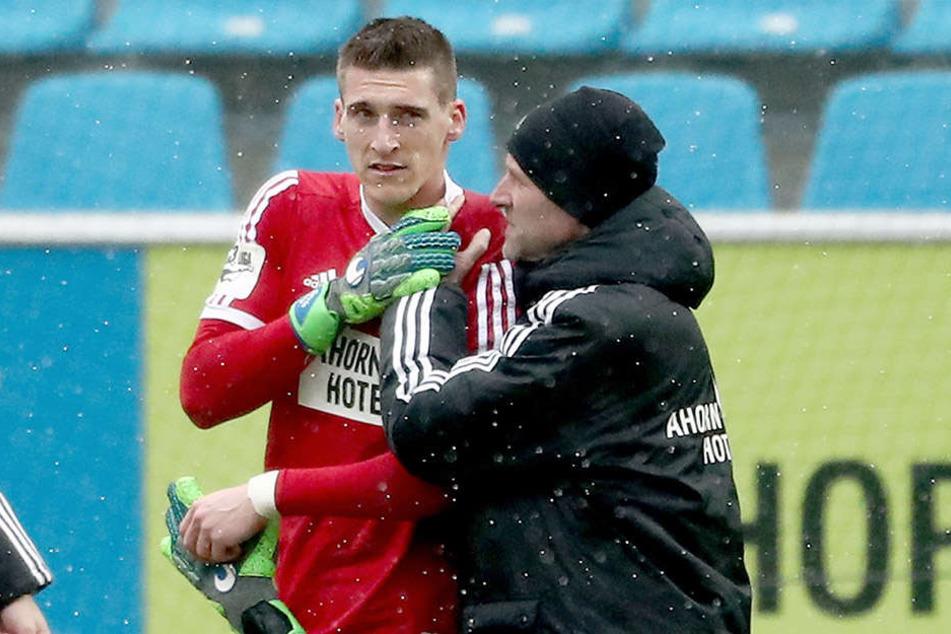 Am 3. Februar gegen Jena verletzte sich Kevin Kunz in den Anfangsminuten. Mannschaftsarzt Dirk Harlos führte den Schlussmann vom Platz.