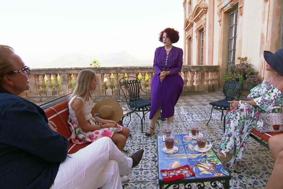 Auf Sizilien werden die Geissens von Fürstin Vittoria Alliata di Villafranca auf ihr geschichtsträchtiges Anwesen eingeladen.