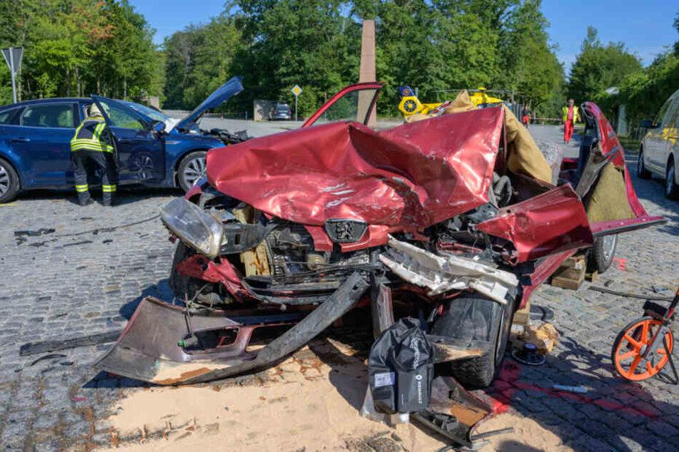 Die Autos wurden völlig zerstört.