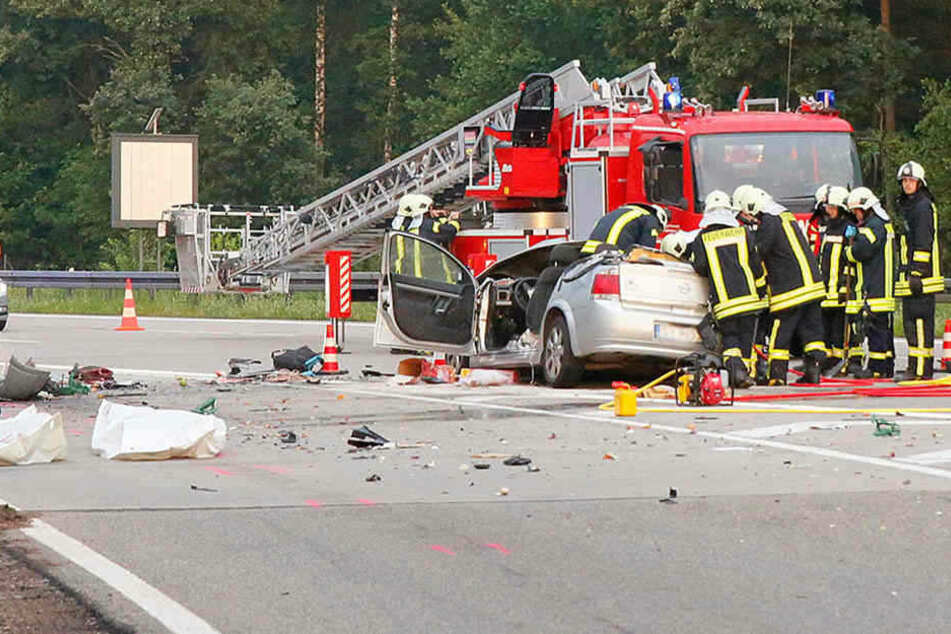 """Der Opel war zu schnell vom Parkplatz """"Rossauer Wald"""" gefahren und in einen Laster gerast."""