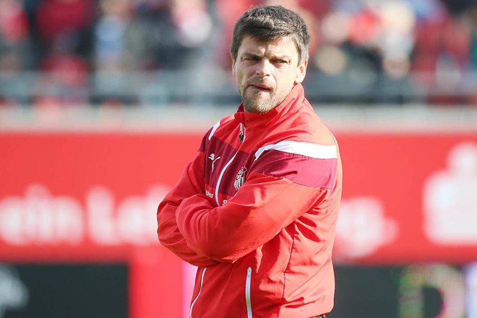 """FSV-Trainer Torsten Ziegner schaute angesichts der""""billigen"""" Gegentore alles andere als glücklich."""