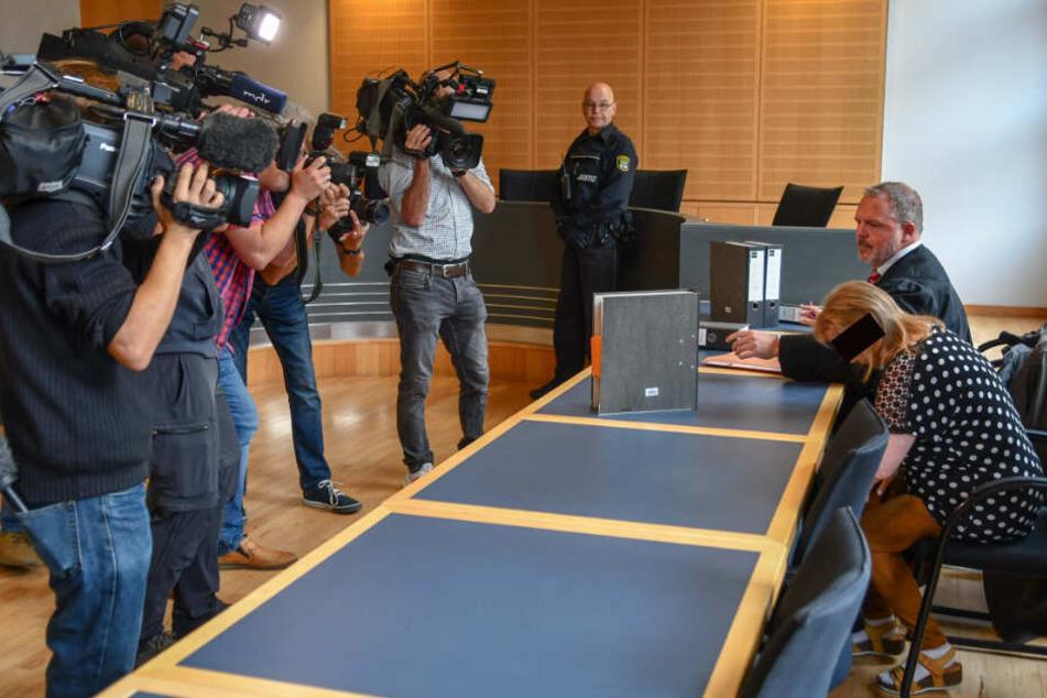 Das Medieninteresse an dem heimtückischen Fall war groß. Ihr Verteidiger ist Rechtsanwalt Christoph Wolters.