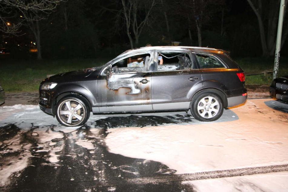 Der Audi brannte im Innenraum aus.